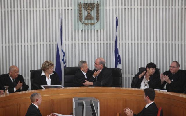 De gauche à droite : Salim Joubran, Edna Arbel, Eliezer Rivlin, Asher Grunis, Miriam Naor, Elyakim Rubinstein, juges de la Cour suprême, le 24 mai 2012. (Crédit : Noam Moskowitz/Flash90)