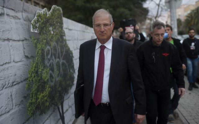 David Shimron, l'avocat personnel du Premier ministre Benjamin Netanyahu, à Tel Aviv, le 17 février 2015. (Crédit : Ben Kelmer/Flash90)
