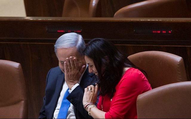 Le Premier ministre Benjamin Netanyahu et la ministre de la Culture et des Sports Miri Regev à la Knesset, le 17 juin 2015. (Crédit : Miriam Alster/Flash90)