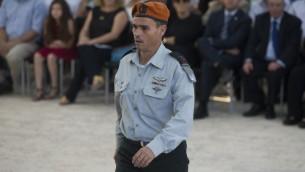 Le major-général Yoel Strick, qui dirige le commandement de la Défense passive de l'armée israélienne, pendant une cérémonie d'hommage au dirigeant sioniste Zeev Jabotinsky, au cimetière du mont Herzl de Jérusalem, le 4 août 2016. (Crédit : Yonatan Sindel/Flash90)