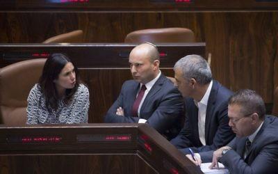 De gauche à droite, la ministre de la Culture et des Sports Miri Regev, le ministre de l'Education Naftali Bennett, le ministre des Finances Moshe Kahlon et le ministre de la Sécurité intérieure Gilad Erdan à la Knesset, le 13 novembre 2016. (Crédit : Miriam Alster/Flash90)