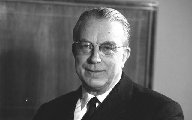 Hans Globke, sous-secrétaire d'Etat et directeur de cabinet de la Chancellerie d'Allemagne de l'Ouest entre 1953 et 1963. (Crédit : CC BY-SA/WikiCommons)
