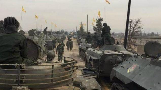 Le Hezbollah défile avec son équipement militaire à Qusayr, en Syrie, en novembre 2016. (Crédit : Twitter)