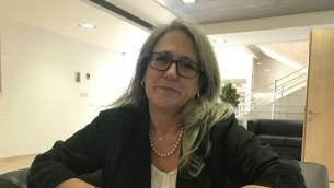 La chercheuse Emily Landau à l'Institut d'études sur la sécurité nationale à Tel-Aviv, le 9 novembre 2016 (Crédit : Andrew Tobin / JTA)