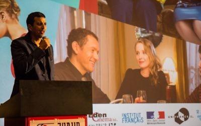 """Le comédien français Samir Guesmi présente son dernier film, """"L'effet aquatique"""", en Israël, en novembre 2016. (Crédit : Alexandre Superville/Institut francais d'Israël)"""
