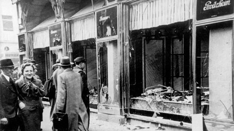 Conséquences de la Nuit de Cristal à Magdeburg, en Allemagne, en novembre 1938. (Crédit : Archives fédérales allemandes/WikiCommons)