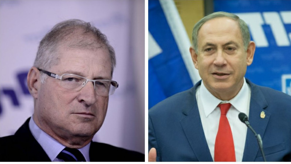 Le Premier ministre Benjamin Netanyahu, à droite, et son avocat personnel, David Shimron, à gauche. (Crédit : Flash90)