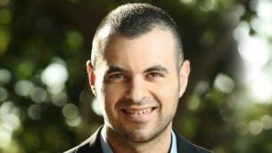 Aaron Klein, directeur du bureau de Jérusalem du site Breitbart News. (Crédit : autorisation)