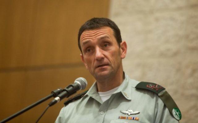 Le chef des services de renseignement militaire, le Maj. Gén. Herzl Halevi lors d'une allocution au ministère des Finances de Jérusalem, le 2 novembre 2015 (Crédit :  Flash90)
