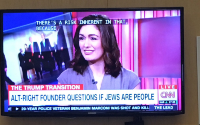 """Un bandeau de CNN concernant le mouvement alt-right au cours d'une diffusion de  """"The Lead,"""" le 21 novembre 2016. (Crédit : Maia Efrem via JTA)"""