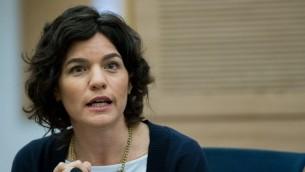 Tamar Zandberg, Parlementaire issue du parti Mertez lors d'une séance de la Knesset le 24 février 2016. (Crédit : Yonatan Sindel/Flash90)