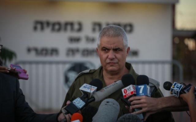 Moti Almoz, porte-parole de l'armée israélienne, pendant une conférence de presse, le 15 juin 2014. (Crédit : Flash90)