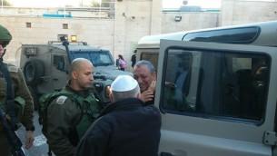 Le Chef d'Etat-Major de l'armée israélienne, le Lt. Gén. Gadi Eisenkot, visite le Tombeau de Rachel à Bethléem, le 11 novembre 2015. (Crédit : Porte-parole de l'office responsable du Tombeau de Rachel)