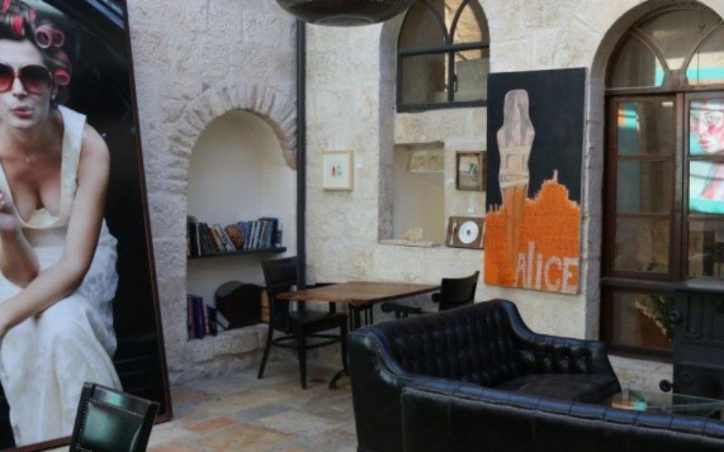 L'intérieur de la boutique-hôtel l'Alegra. (Crédit : Shmuel Bar-Am)