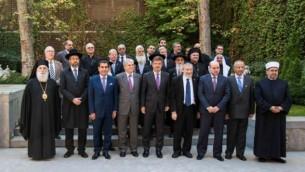 Des chefs religieux juifs, musulmans et chrétiens issus d'Israël et des territoires palestiniens lors d'un sommet interconfessionnel en Espagne en novembre 2016. (Crédit : Bureau de communication du ministère espagnol des Affaires étrangères)