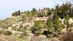 L'ancien village d'Ein Kerem est dorénavant un quartier pittoresque du sud-ouest de Jérusalem. (Crédit : Shmuel Bar-Am)