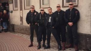 Christian Picciolini avec son groupe de rock néo-nazi de haine, appelé Final Solution à Weimar, en Allemagne. (Crédit )