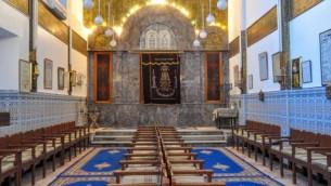 Une vue intérieure de la Synagogue Lazama, la plus ancienne de la mellah de Marrakech. (Crédit: Michal Shmulovich)