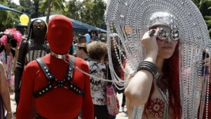 Des drag-queens israéliens lors de la marche de la Gay Pride à Tel Aviv, le 3 juin 2016. (AFP/Jack Guez)