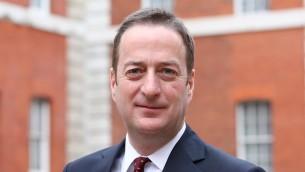 L'ambassadeur britannique en Israël, David Quarrey. (Crédit : ambassade britannique en Israël)