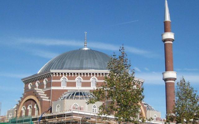 La mosquée de Wester, à Amsterdam, est la plus grande des Pays-Bas et peut accueillir jusqu'à 1 700 personnes. (Crédit : Marion Golsteijn/CC BY-SA 4.0/WikiCommons)