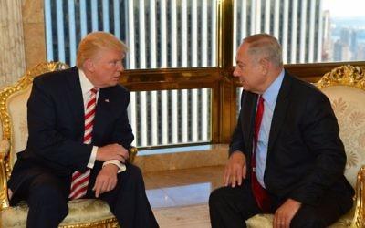 Le Premier ministre Benjamin Netanyahu et Donald Trump, alors candidat républicain à la présidentielle américaine, se rencontrent à la Trump Tower de New York, le 25 septembre 2016. (Crédit : Kobi Gideon/GPO)