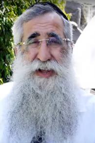 Le rabbin Eliyahu Asulin dans une vidéo dans laquelle il offre ses services, le 17 septembre 2015. (Crédit : Capture d'écran YouTube)