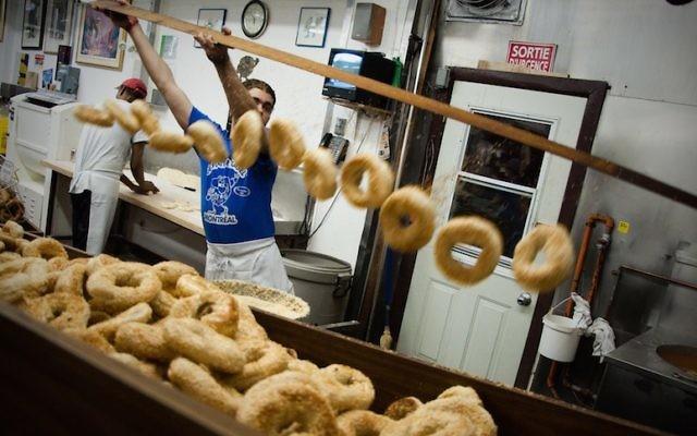 Les bagels de Montréal, comme ceux du légendaire magasin St. Viateur Bagel, sont un plus si vous pensez déménager au Canada. (Crédit : Creative Commons)
