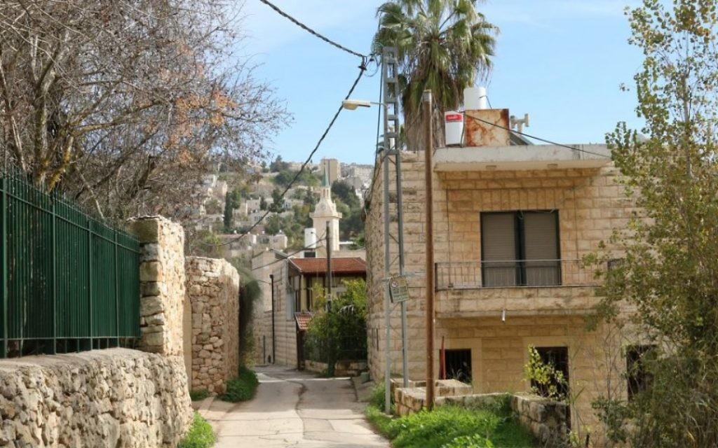 La rue HaHayot d'Ein Kerem. (Crédit : Shmuel Bar-Am)