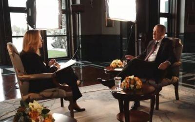 Le président turc Recep Tayyip Erdoğan interrogé par la journaliste israélienne Ilana Dayan, pendant un entretien diffusé le 21 novembre 2016. (Crédit : capture d'écran Deuxième chaîne)