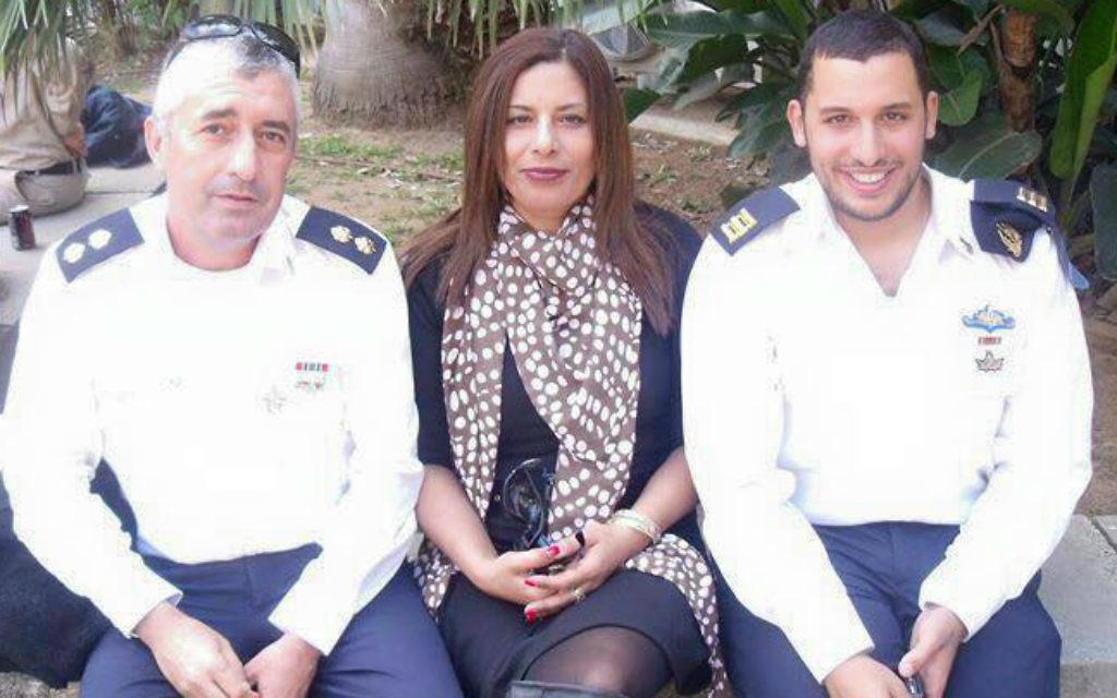 Asher et Irit Shahar, avec leur fils Omri, avant la mort d'Omri en juin 2012. (Crédit : autorisation)