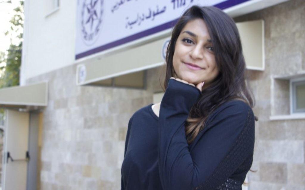 Katarina Abu Akell, une arabe chrétienne de 20 ans, originaire de Kfar Yasif, fait partie des centaines de jeunes arabes qui ont répondu présent à l'appel de la police israélienne, les encourageant à rejoindre leurs rangs, depuis septembre 2016. (Crédits : Dov Lieber/Times of israel)