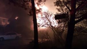 Un incendie dévastateur à Halamish, le 25 novembre 2016 (Crédit : autorisation)