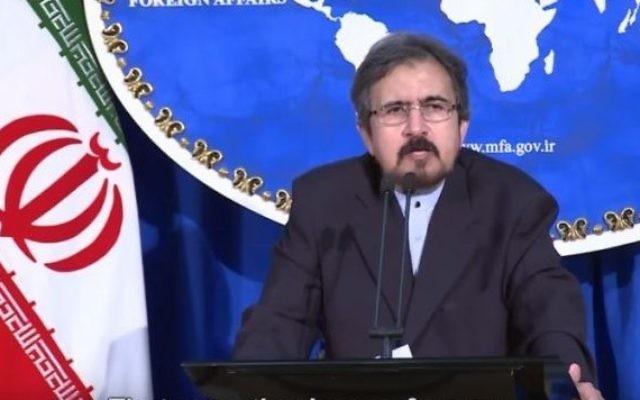 Le porte-parole du ministère iranien des Affaires étrangères, Bahram Ghassemi, pendant une conférence de presse à Téhéran, le 22 août 2016. (Crédit : capture d'écran YouTube)