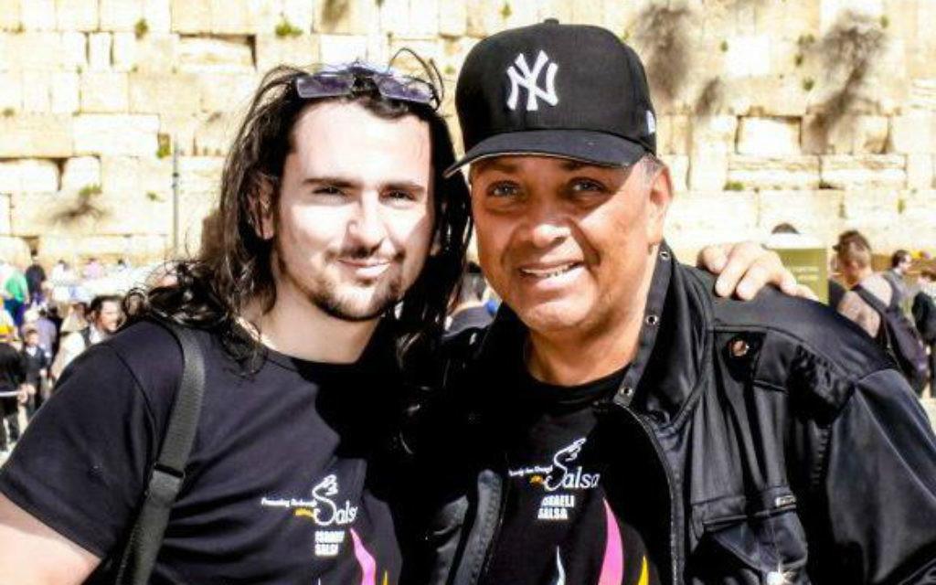 """David el Shatran à Jérusalem à l'occasion du festival israélien de salsa avec """"Mambo King"""", Eddie Torres (Crédit : Facebook)"""