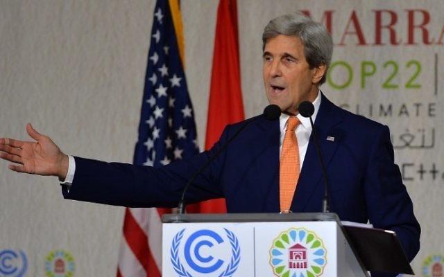 Le secrétaire d'Etat américain John Kerry pendant la conférence climatique COP22 des Nations unies, à Marrakech, au Maroc, le 16 novembre 2016. (Crédit : AFP/STR)