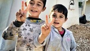 Des enfants Yazidi dans un camp de réfugiés le 17 décembre 2014 (Crédit :  Nareen Shammo)