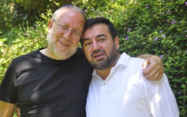 Yossi Klein Halevi, à gauche avec Abdullah Antepil, sont les codirecteurs du Muslim Leadership Initiatve (Crédits : Netanel Tobias/Shalom Hartman Institute)