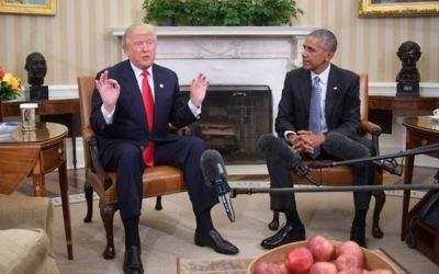 Le président américain Barack Obama rencontre le président élu Donald Trump pour mettre en place la transition, au Bureau ovale à la Maison Blanche, le 10 novembre 2016. (Crédit : AFP/Jim Watson)