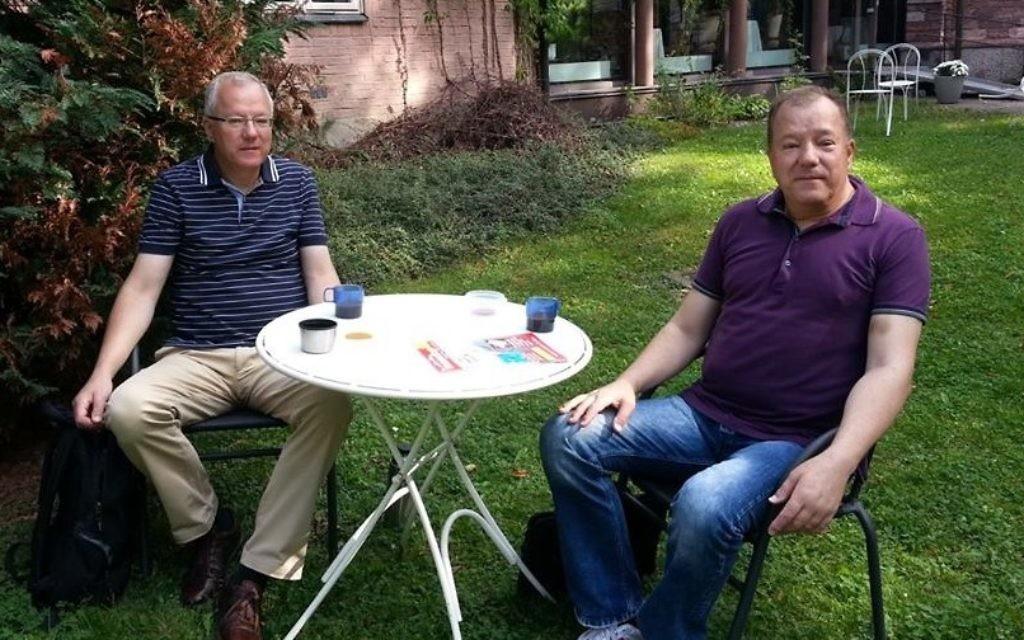 Ronald (à gauche) et Tommy Rutgersson de Stockholm ont perdu 70 000 euros à cause de SecuredOptions, qui agit depuis Israël. (Crédit : autorisation)