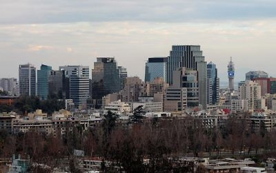 Le centre de Santiago, la capitale du Chili. (Crédit : Foncea/CC BY-SA/ Wikimedia)