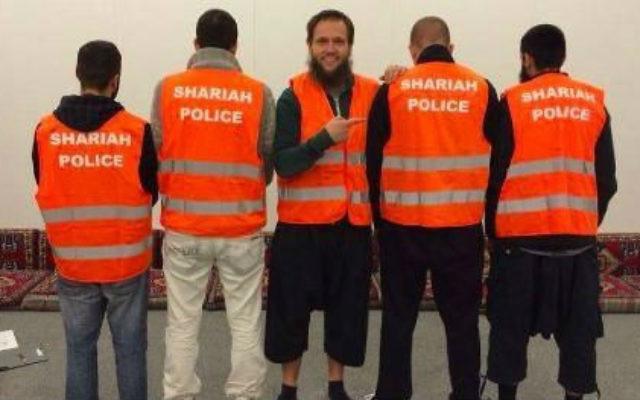 La « police de la charia » à Wuppertal, en Allemagne (Crédit : Shariah Police / Facebook)