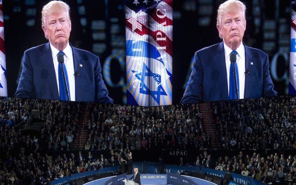 Donald Trump, alors candidat républicain à la présidentielle américaine, devant la conférence politique 2016 de l'AIPAC, à Washington, D.C., le 21 mars 2016. (Crédit : Saul Loeb/Getty Images/AFP via JTA)