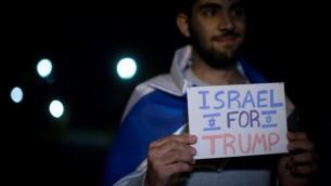 Des israéliens manifestent leur soutient au candidat républicain Donald Trump à Jérusalem, le 7 novembre 2016. (Crédits : Hadas Parush/Flash90)