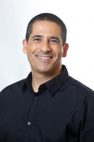Yossi Maaravi, vice-doyen de la Adelson School of Entrepreneurship de l'IDC (Crédit : Autorisation Adi Cohen Tzedek)