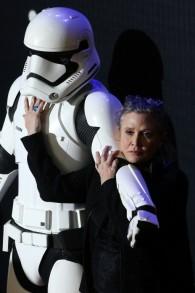 """Carrie Fisher assiste à la première européenne de """"Star Wars : Le réveil de la Force"""", à Londres, le 16 décembre 2015. (Crédit : Justin Tallis/AFP)"""