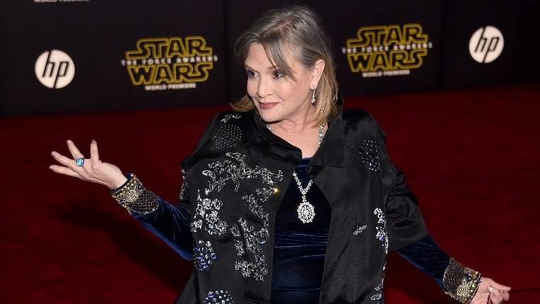 """Carrie Fisher pendant la première de """"Star Wars : Le réveil de la Force"""" à Hollywood, le 14 décembre 2015. (Crédit : Ethan Miller/Getty Images/AFP)"""