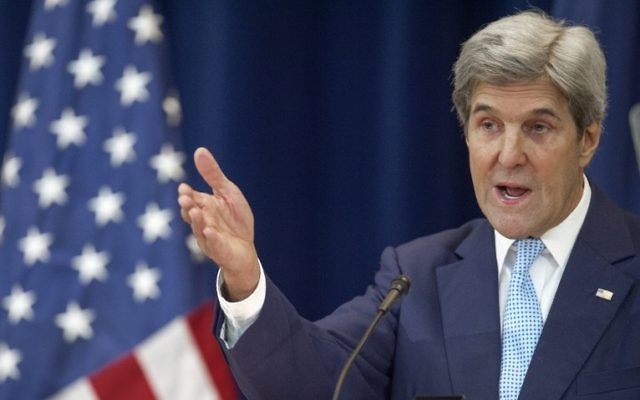 Le secrétaire d'Etat américain John Kerry expose sa vision de la paix entre Israéliens et Palestiniens, au département d'Etat de Washington, D.C., le 28 décembre 2016. (Crédit : Paul J. Richards/AFP)