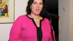 Nina Ben-Ami, l'ambassadrice d'Israël en Uruguay, en 2015. (Crédit : GMWUY/CC BY-SA 4.0/WikiCommons)