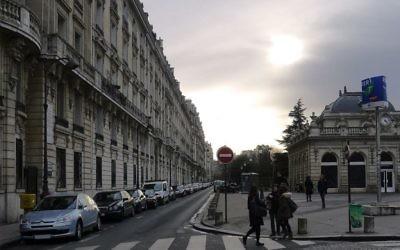 Le boulevard Flandrin avec, à droite, la gare RER C de l'avenue Foch, à Paris. Illustration. (Crédit : Mbzt — Travail personnel/CC BY 3.0/WikiCommons)